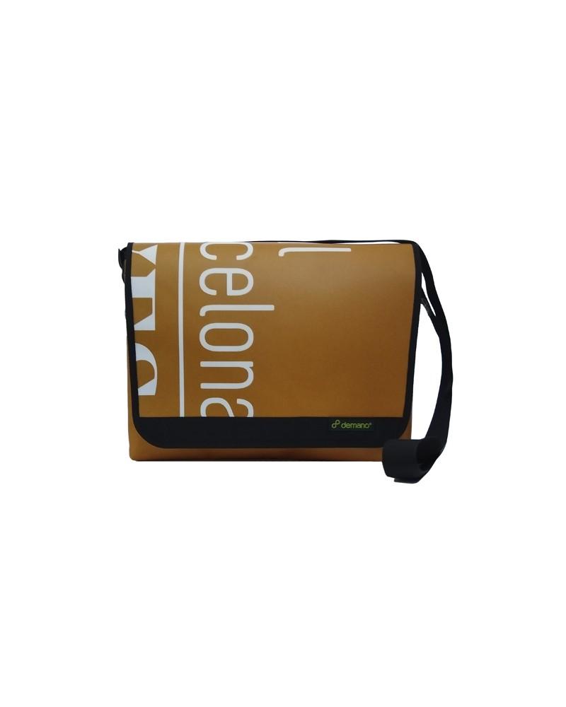 grande un y en un es Laptop y dos la o del que hasta frontal 15 dotado L de más interior A4 Universitat DIN un bolsillo El parte Está bolso interior R6gqg0